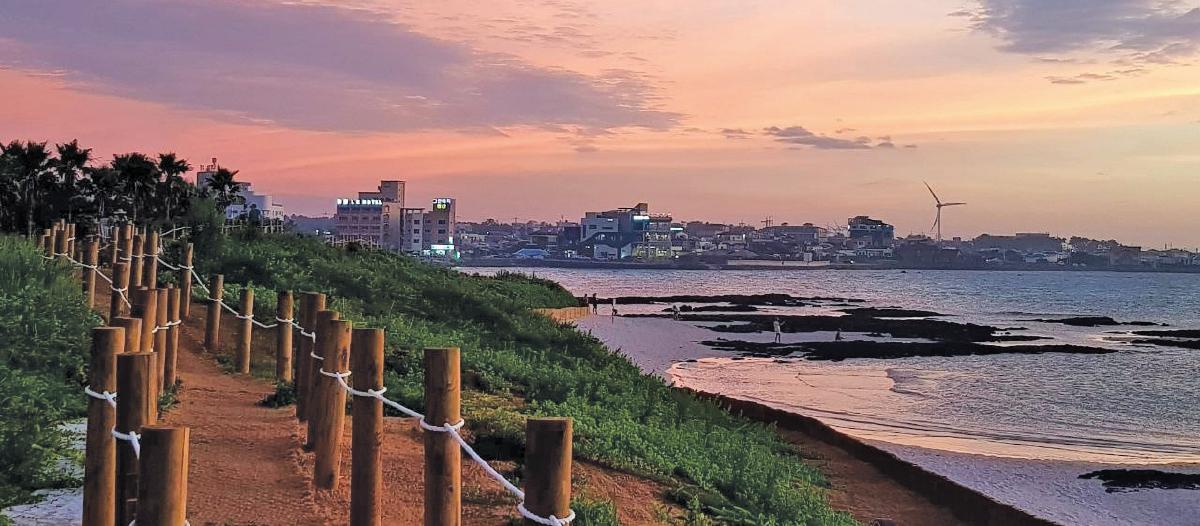 PEMANDANGAN senja menakjubkan di Jeju.