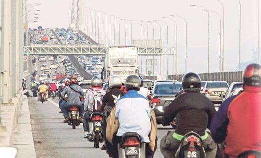 KESESAKAN lalu lintas yang teruk di Jambatan Pulau Pinang.