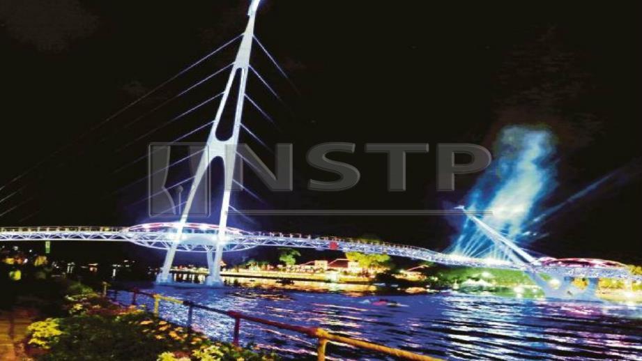 Lelaki terjatuh di Jambatan Darul Hana yang hampir meragut nyawanya. FOTO Arkib NSTP