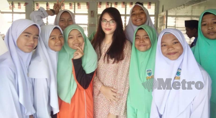 JESSICA bersama pelajarnya. FOTO Ihsan Jessica