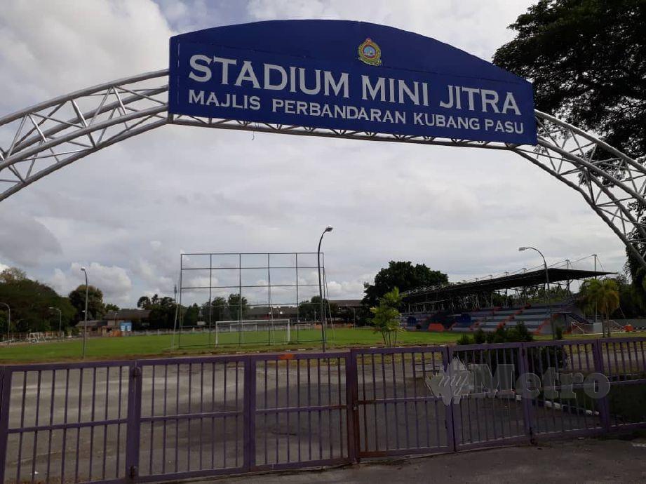 Stadium Mini Jitra menjadi pusat latihan skuad Lang Merah sejak semalam. FOTO Izzali Ismail