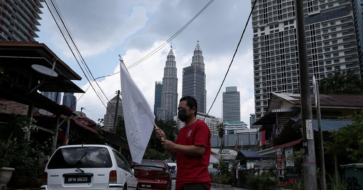 Bendera putih 'selamatkan' keluarga terputus bekalan