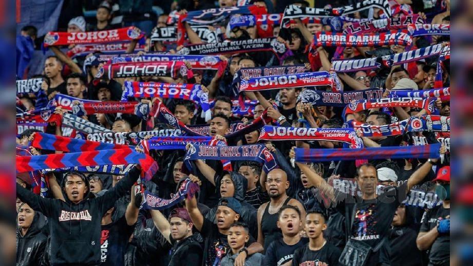 Penyokong Johor paling ramai ke stadium. FOTO NSTP/AIZUDDIN SAAD