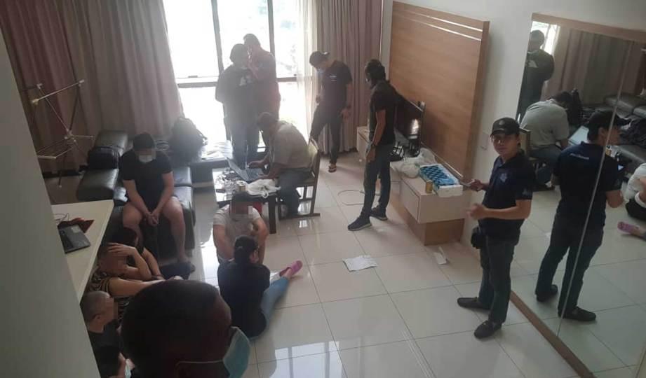SERBUAN di kondominium mewah di Jalan Ampang yang menjadi pusat operasi sindiket perjudian dalam talian.