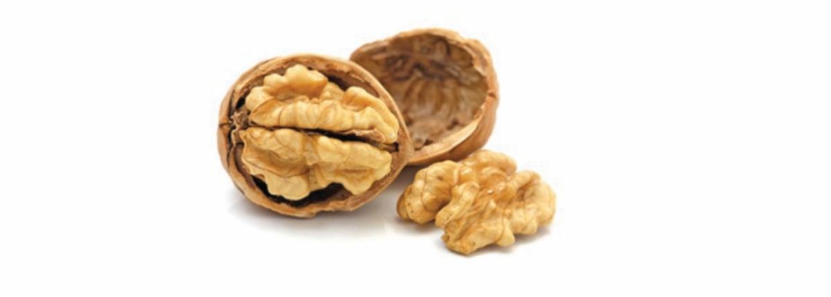 MAKAN kacang walnut setiap hari untuk kesihatan.
