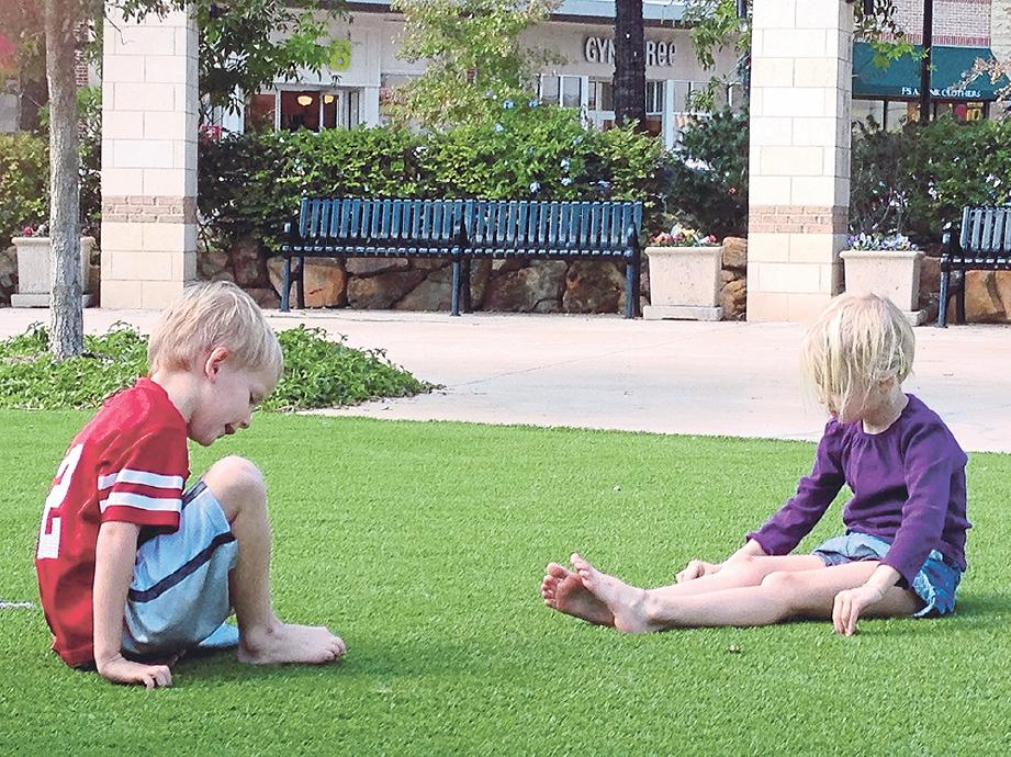 BERI peluang anak merasai perasaan memijak dengan kaki sendiri. GAMBAR hiasan