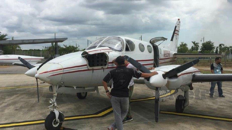 PESAWAT ringan jenis Cessna 340 A akan digunakan bagi Operasi Pembenihan Awan di Melaka. FOTO Amir Mamat