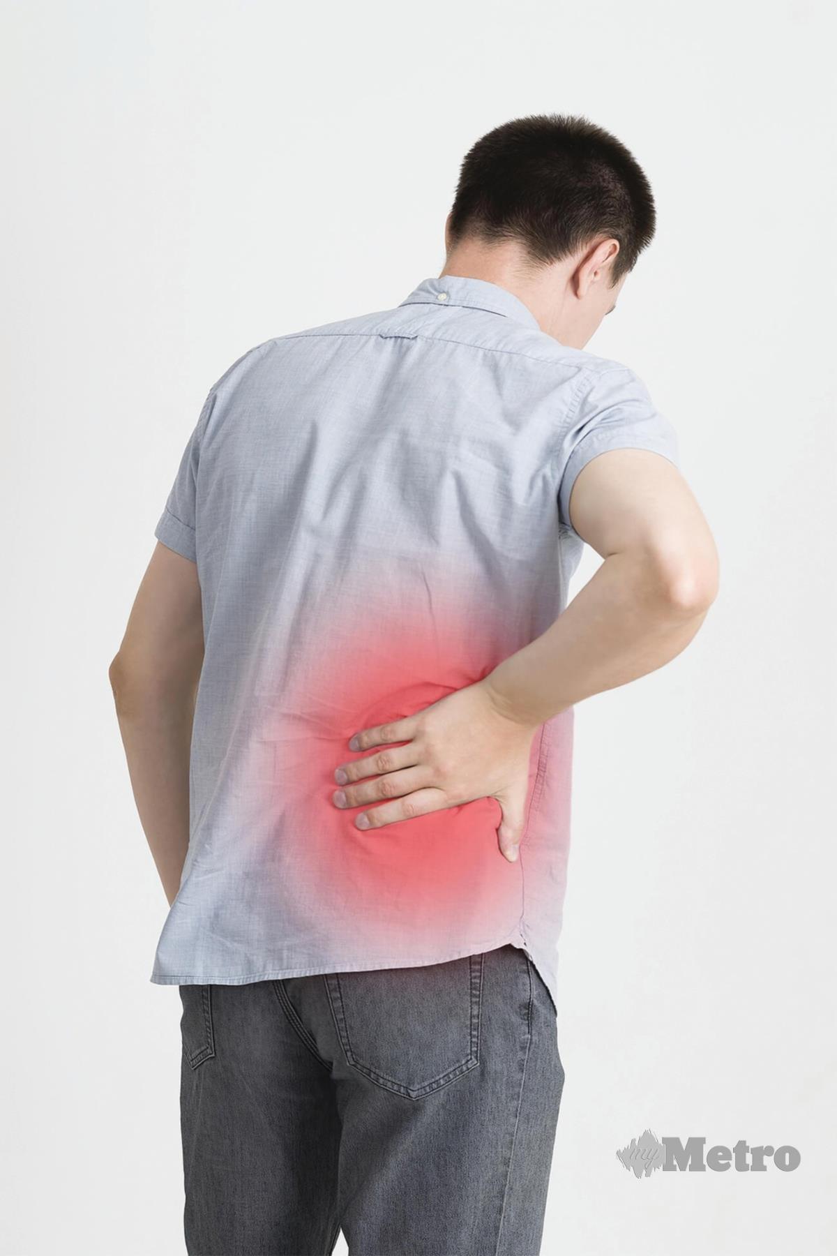 BATU karang boleh menyebabkan kesakitan teruk di belakang pinggang.