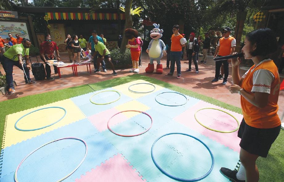 MENARIK aktiviti disediakan untuk pengunjung sempena kempen Nickelodeon Raya. FOTO Nurul Shafina Jemenon
