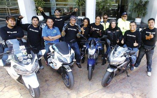 RAKAN Khaty dalam konvoi motosikal.