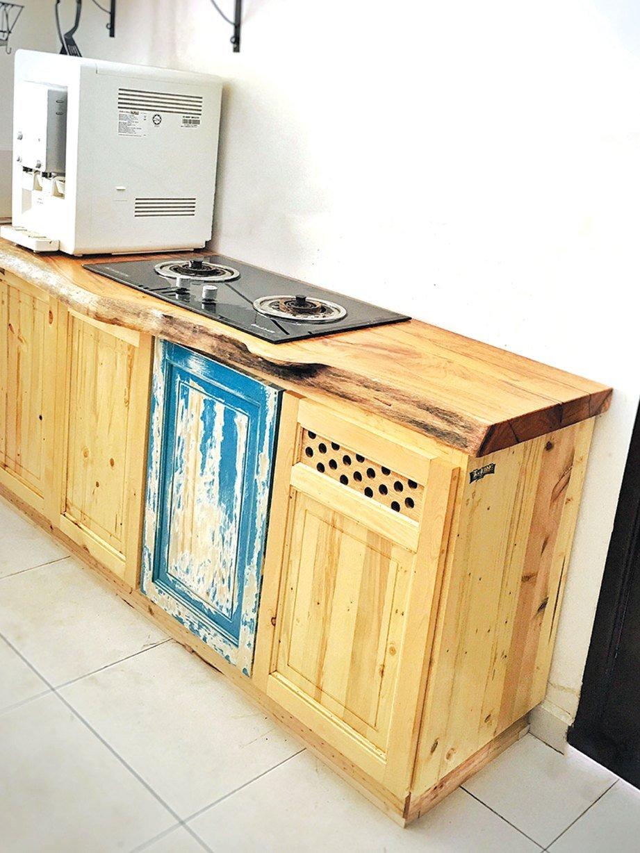 Kabinet Dapur Kayu Pine Desainrumahid