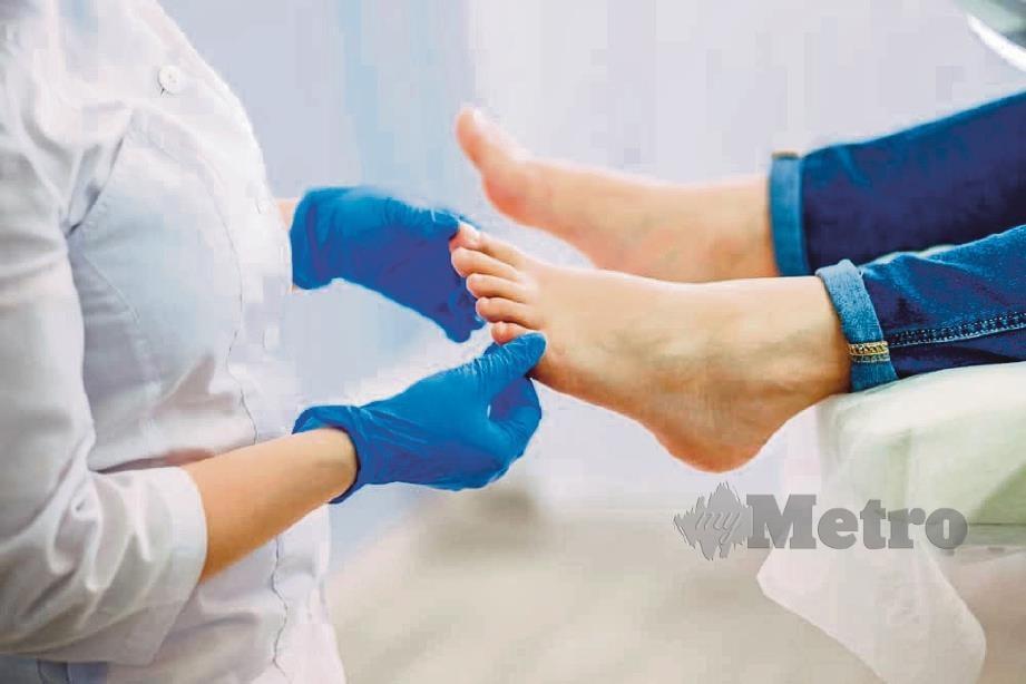 JUMPA doktor jika rasa kebas kaki semakin teruk.
