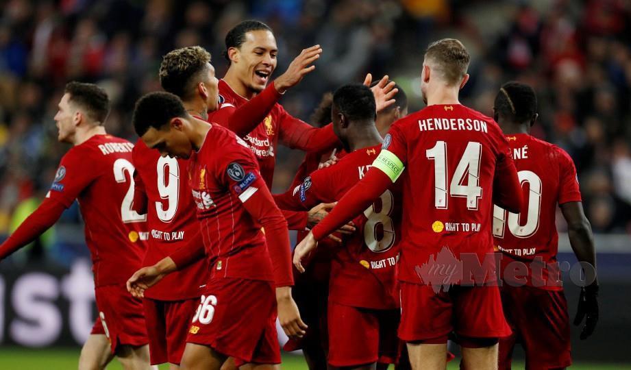 Barisan pemain Liverpool meraikan kejayaan menduduki kelompok teratas kumpulan. FOTO Reuters