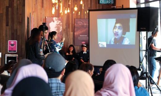 YUNA gembira dapat berbual dengan peminat Malaysia.