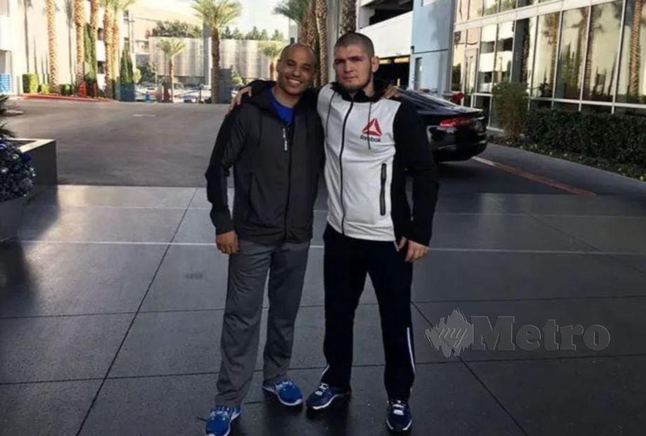 Ali Abdelaziz (kiri) bersama Khabib