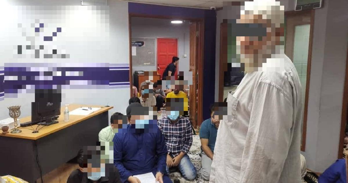 12 individu berkumpul untuk solat Jumaat ditahan