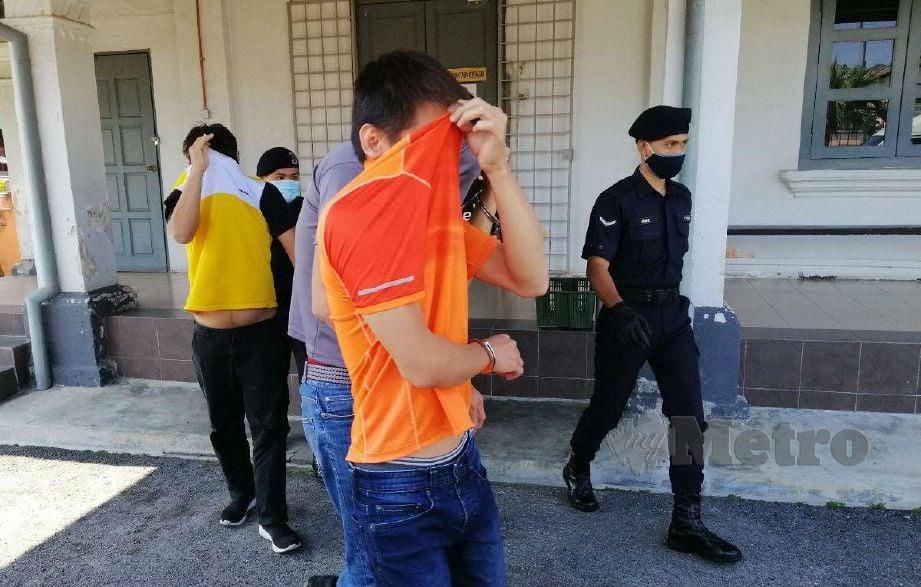 TERTUDUH melanggar PKP kerana berkonvoi dijatuhi hukuman denda RM1,000 dan penjara tujuh hari dari tarikh tangkapan oleh Mahkamah Majistret Jelebu hari ini. FOTO Abnor Hamizam Abd Manap