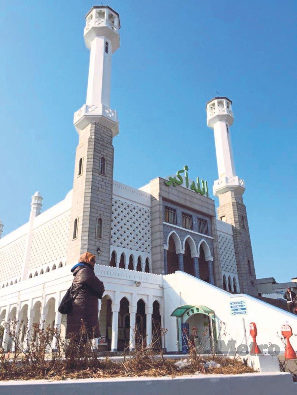 BERKUNJUNG ke Masjid Seoul Central di Itaewon. FOTO Siti Nor Shafiqa Abdullah