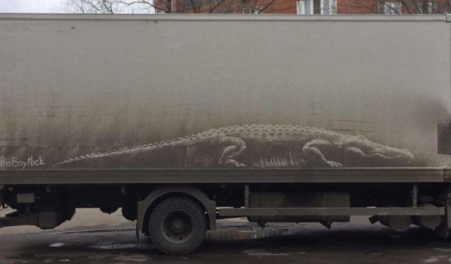 NIKITA Golubev mula terkenal selepas gambar buaya yang dilukis pada badan lori ini tular di Internet.
