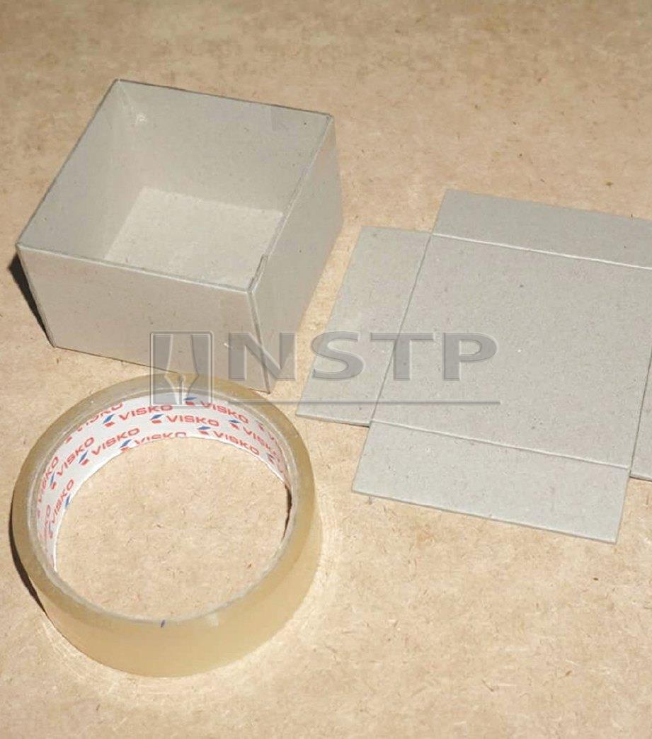 2. LIPAT kotak menggunakan pita pelekat kecil.