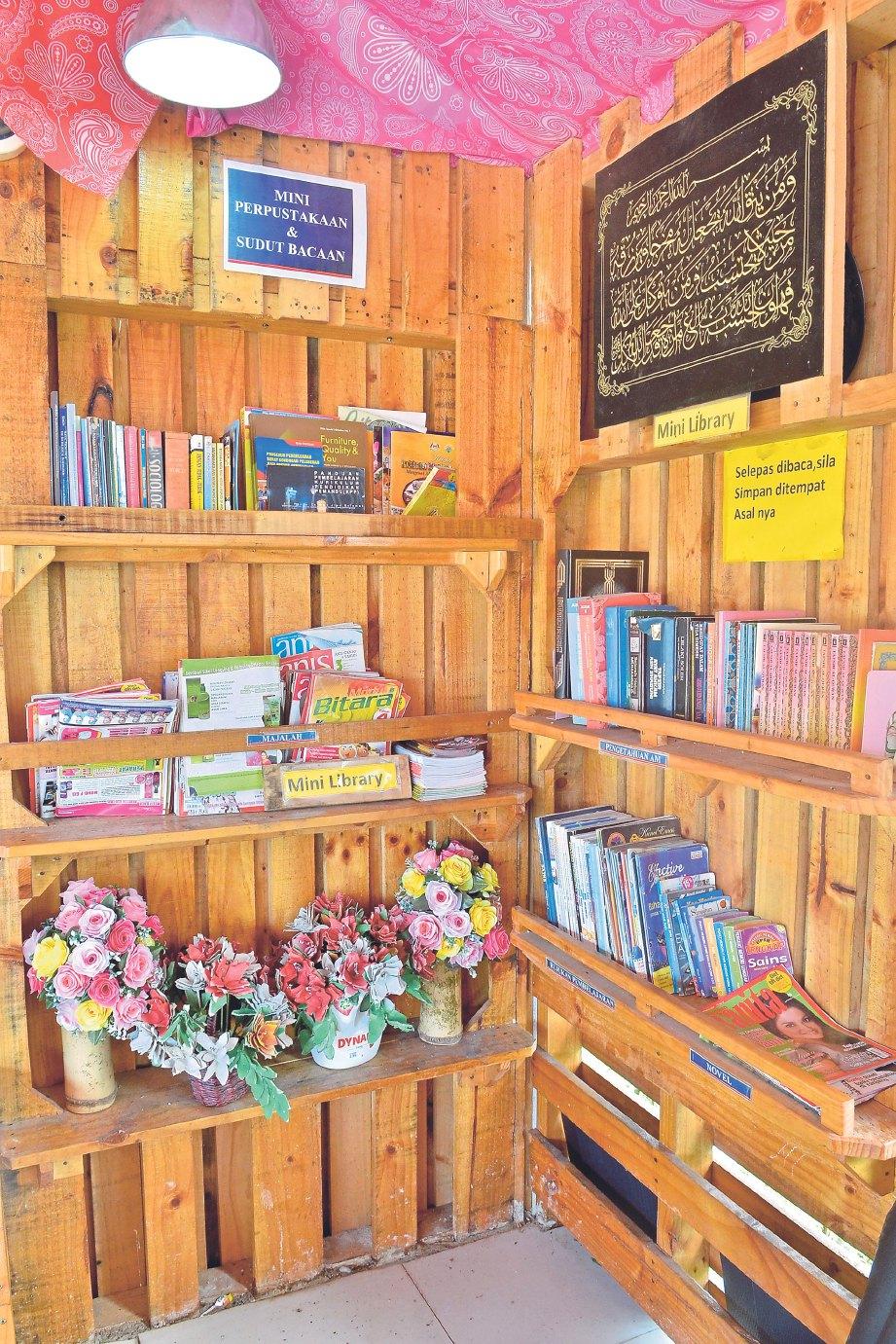 RUANG membaca daripada kayu pelet untuk galak kanak-kanak gemar membaca.