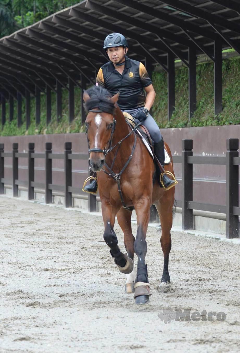 MOHD Qabil melakukan latihan di 3Q Equestrian Center di Kuang, Selangor. FOTO Khairul Azhar Ahmad