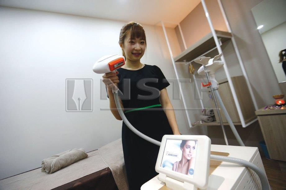 MESIN berteknologi tinggi untuk rawatan pelbagai masalah kulit.