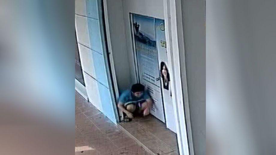 Rakaman CCTV menunjukkan perbuatan tidak senonoh seorang remaja perempuan. FOTO ihsan Datuk Adzwan Ab Manas