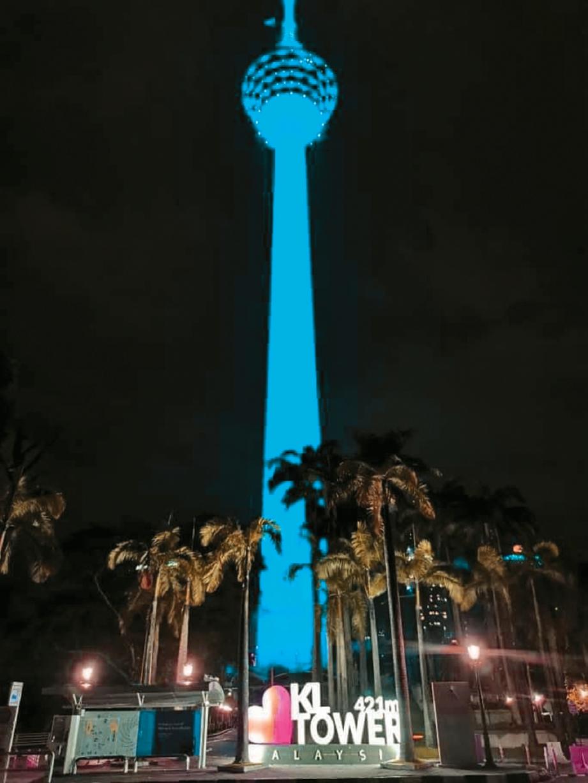 MENARA Kuala Lumpur dipasang lampu biru sempena Program Limpahan Lampu Biru (#LightItBlue).