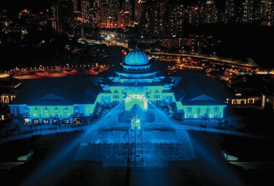 BANGUNAN seluruh negara yang turut menyertai Program Limpahan Lampu Biru (#LightItBlue).