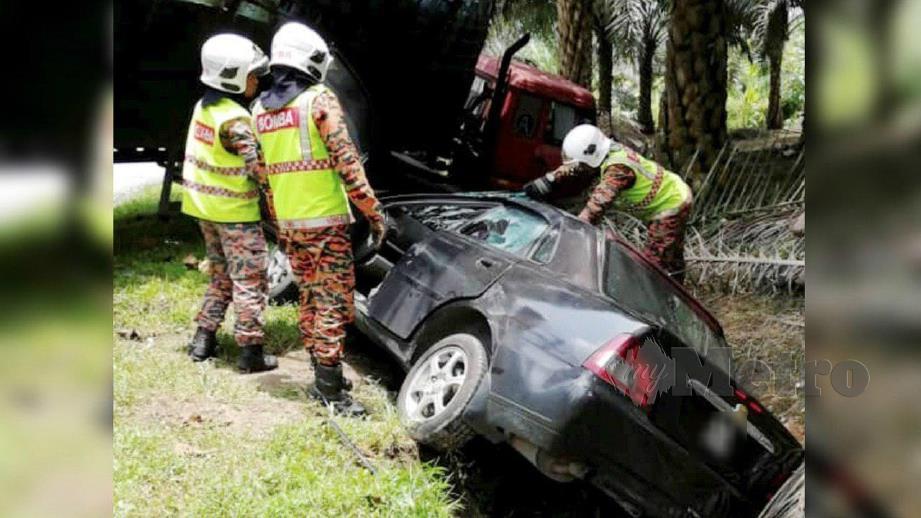 WARGA emas maut apabila kenderaan dinaiki belanggar dengan lori. FOTO Ihsan Bomba