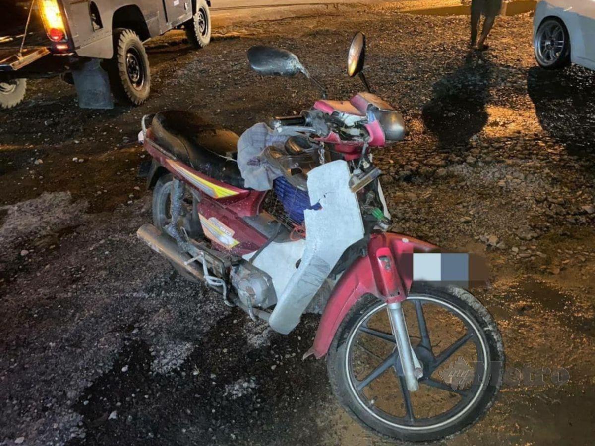 KEADAAN motosikal mangsa. FOTO Melvin Joni