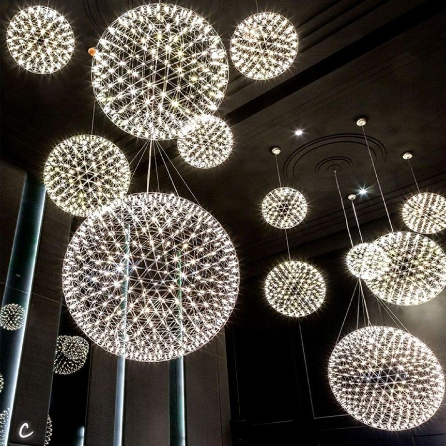 LAMPU pendan rekaan sfera penuhi konsep planet.
