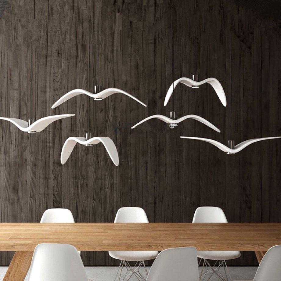 LAMPU pendan rekaan burung camar beri kelainan.