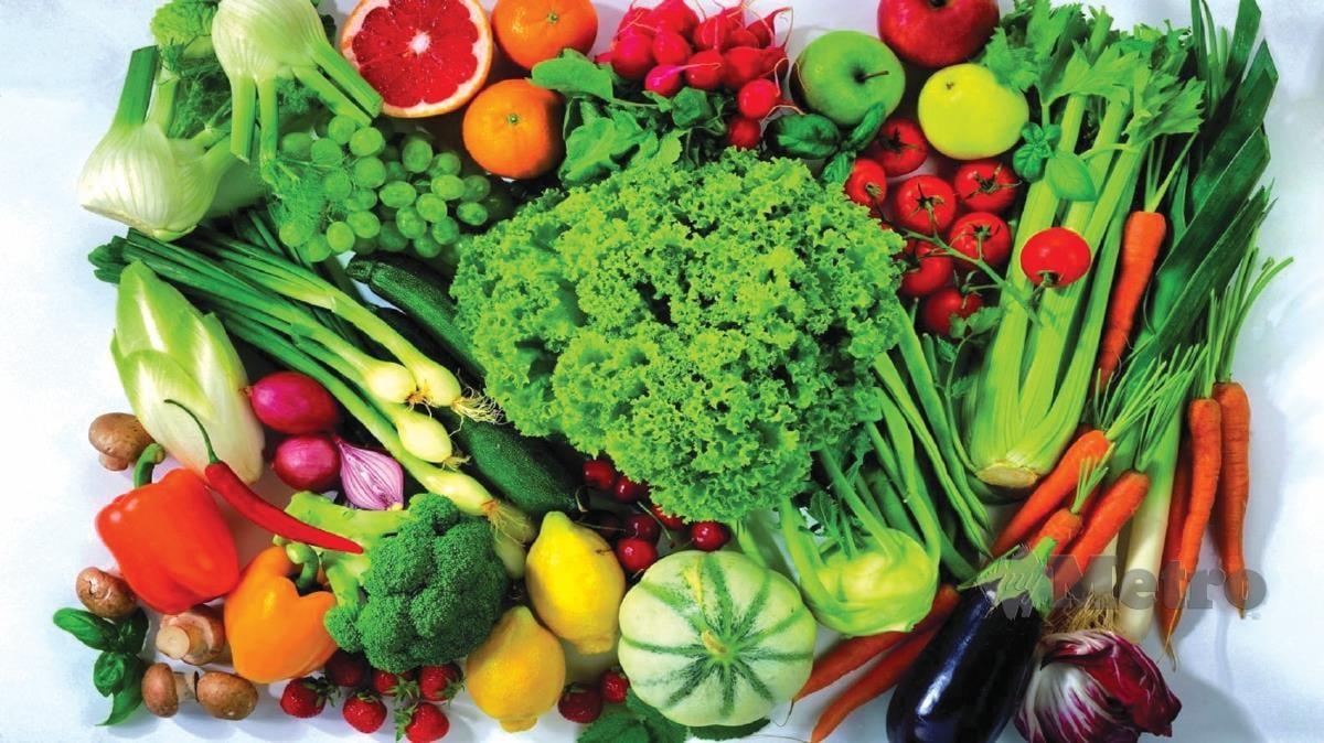 PELBAGAIKAN jenis dan warna sayuran dalam hidangan harian.