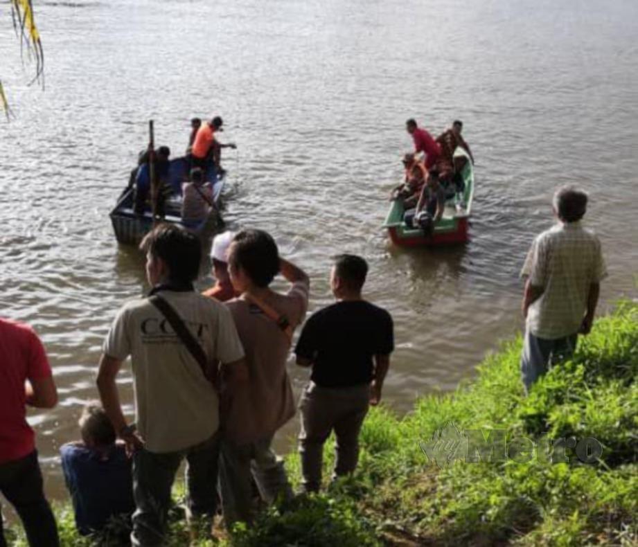 OPERASI mencari dan menyelamat seorang lagi remaja yang masih hilang di Sungai Trusan. FOTO IHSAN BOMBA