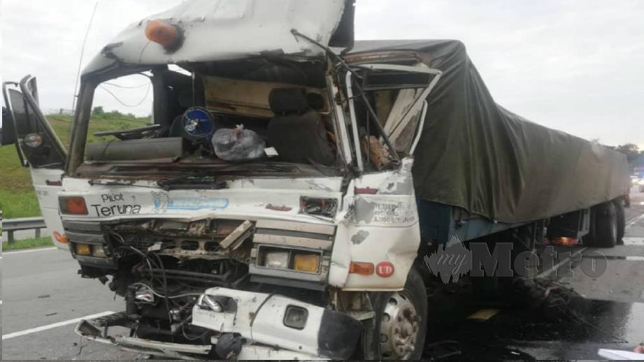 ANTARA kenderaan terbabit kemalangan berkenaan. FOTO Ihsan PDRM