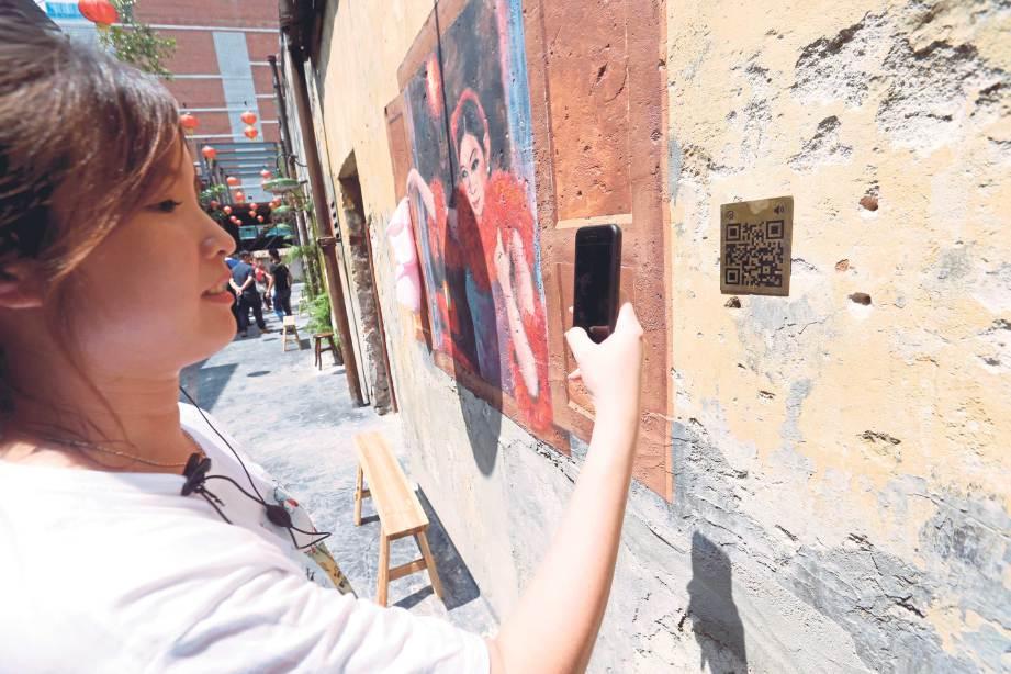 IMBASAN kod QR untuk mengetahui lanjut mengenai lukisan mural. FOTO NSTP