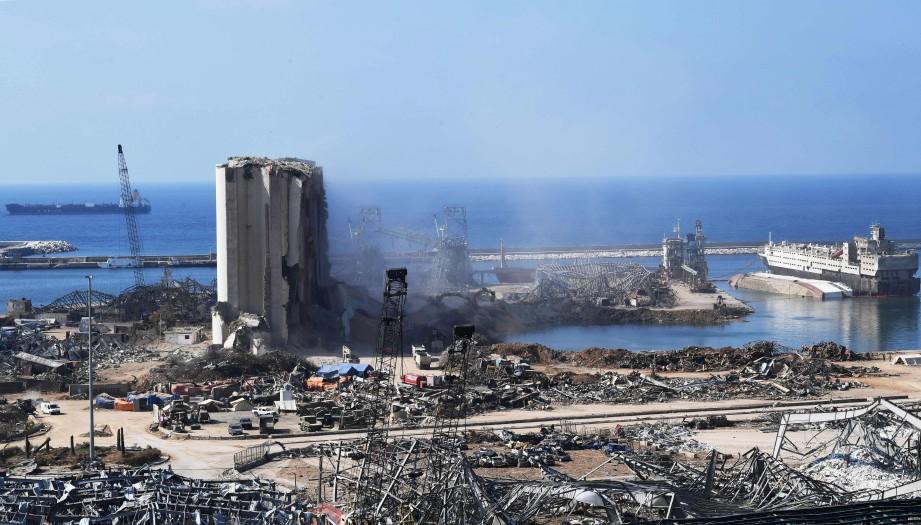 PELABUHAN Beirut selepas letupan bahan kimia yang melumpuhkan ibu negara Lebonan. FOTO AFP