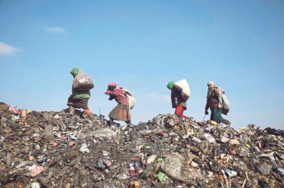 Image result for kutip sampah pelupusan sampah