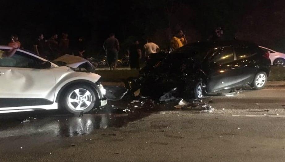 KEADAAN kedua-dua kenderaan selepas kemalangan. FOTO Ihsan pembaca.