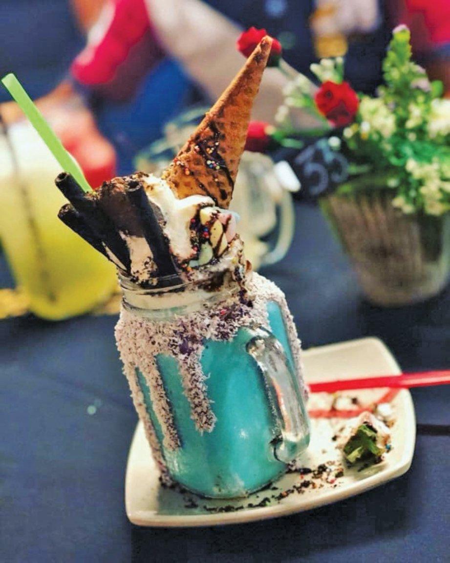 VISUAL minuman di kafe hipster di Perlis.
