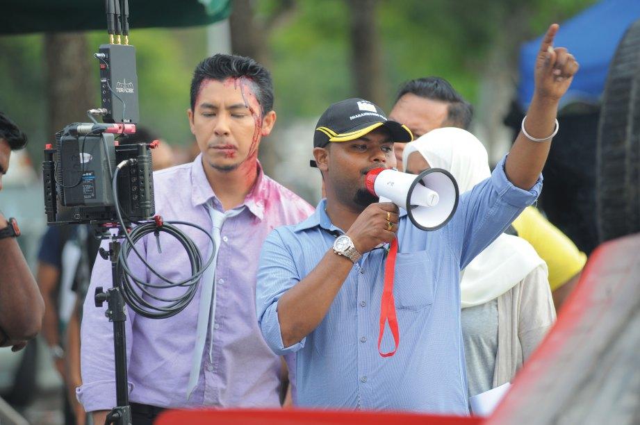 SYAMSUL dan Kamal ketika di lokasi.