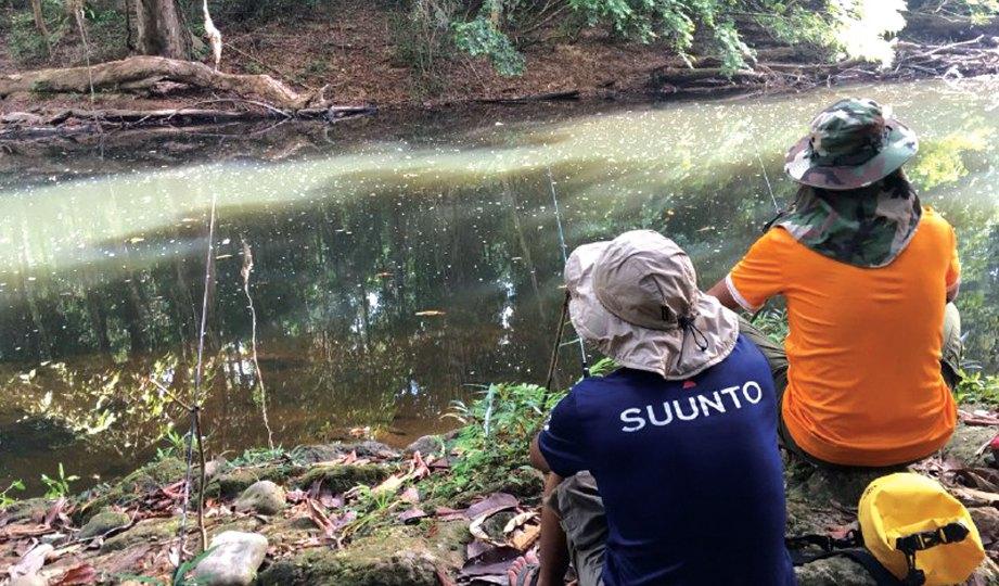 MEMANCING secara berkumpulan lebih selamat di kawasan huluan sungai.