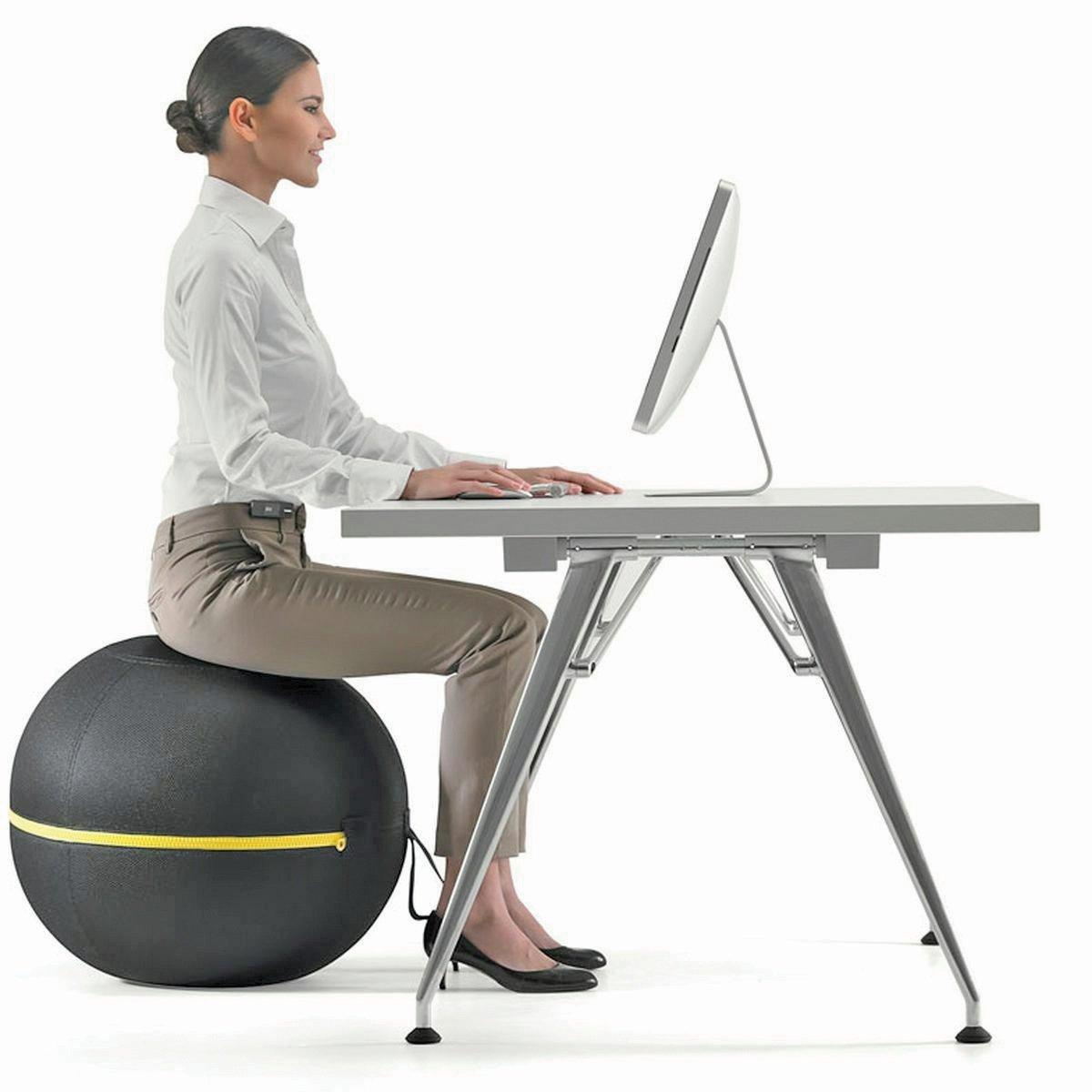 DUDUK atas kerusi lebih ergonomik seperti bola yoga bantu kurangkan rasa tegang.