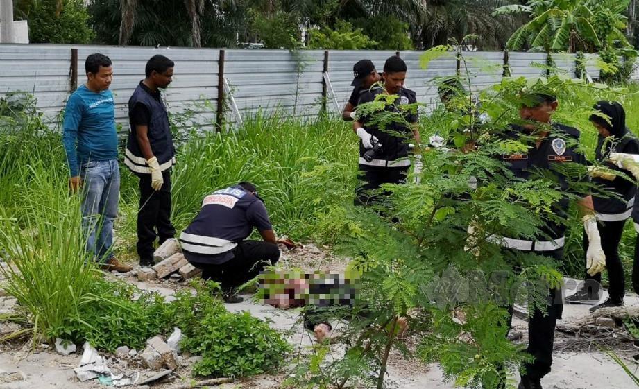 ANGGOTA forensik menjalankan siasatan di lokasi kejadian. FOTO Farah Suhaidah Othman.