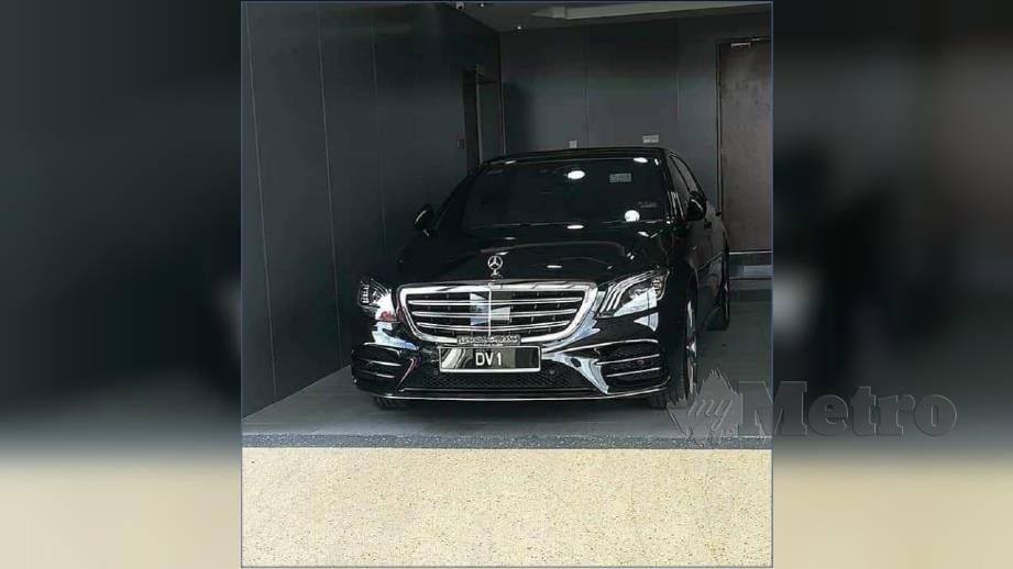GAMBAR kereta mewah yang tular di laman sosial. FOTO Ihsan Pembaca.
