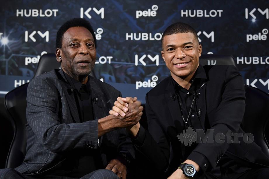 MBAPPE (kanan) dan Pele bertemu pada satu majlis penaja di Paris, semalam.