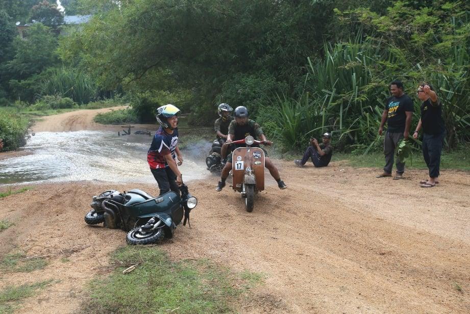 LALUAN 'off road' bagi 'Scooter Cross.'
