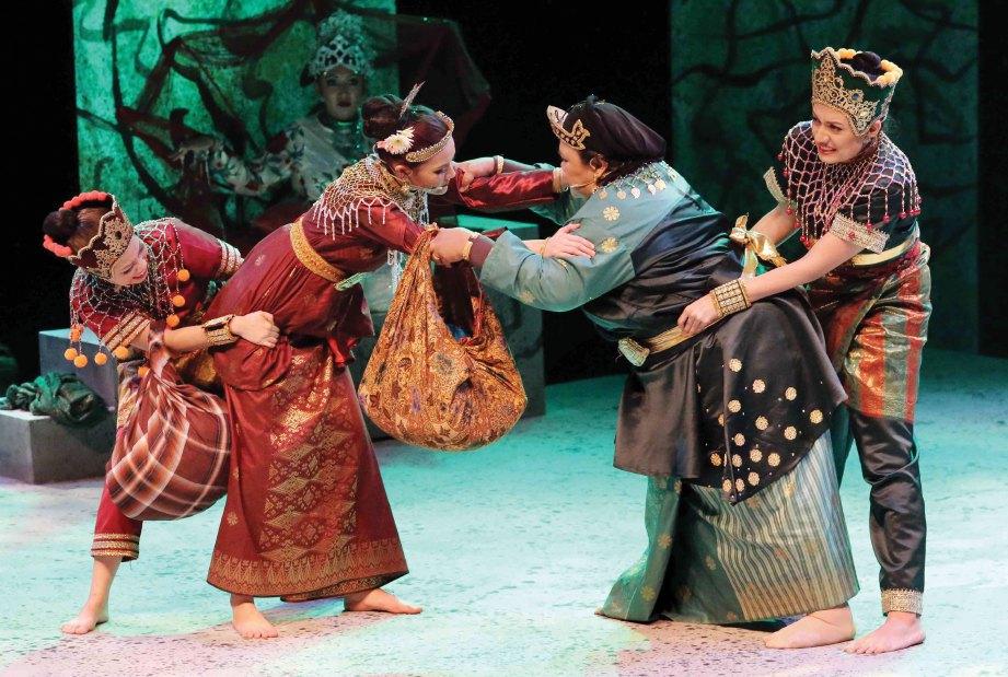 MAK YONG TITIS SAKTI tampil dengan kandungan persembahan dan gerak tari yang menarik.